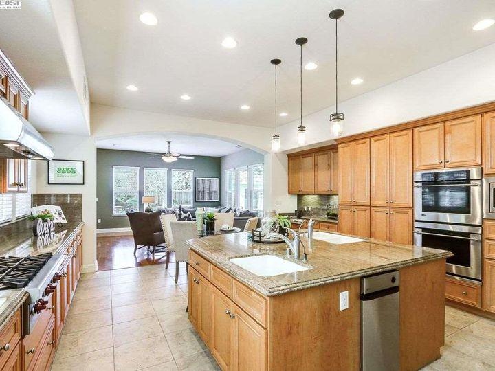1090 Shadow Hills Ct Pleasanton CA Home. Photo 10 of 40
