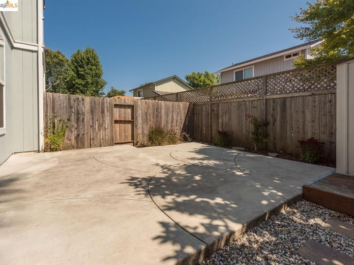 1620 Pinebrook Pl, Santa Rosa, CA, 95403 Townhouse. Photo 21 of 25