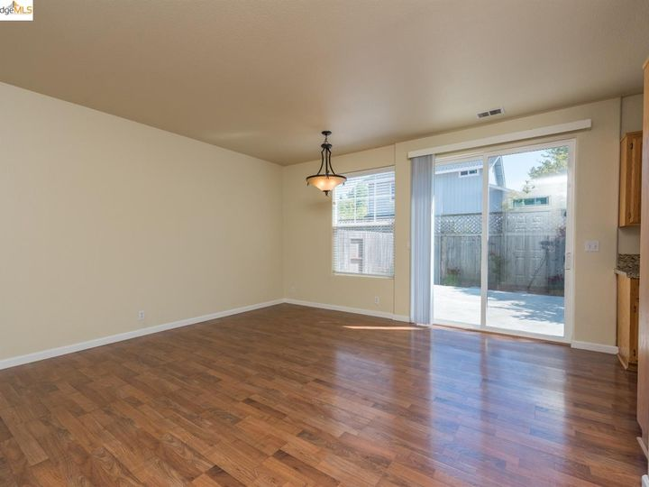 1620 Pinebrook Pl, Santa Rosa, CA, 95403 Townhouse. Photo 5 of 25