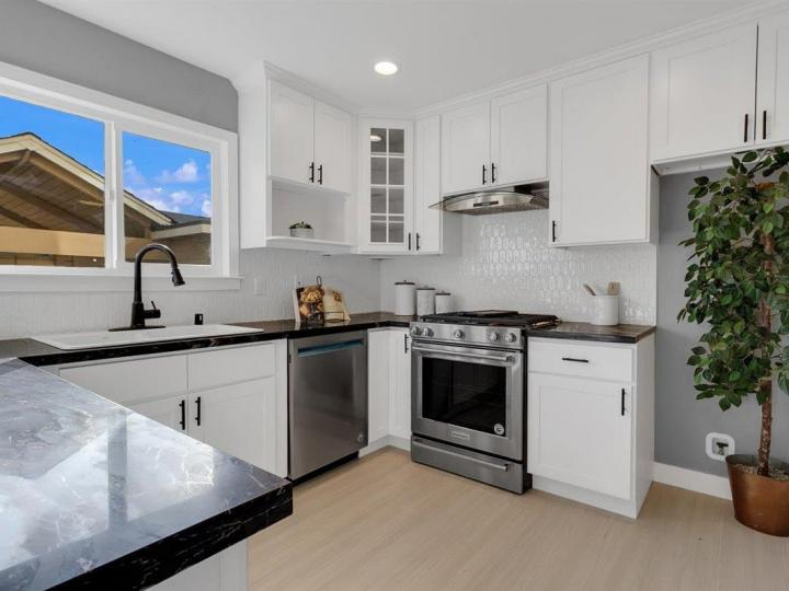 27 Saw Mill Ct, Mountain View, CA, 94043 Townhouse. Photo 11 of 18