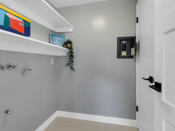27 Saw Mill Ct, Mountain View, CA, 94043 Townhouse. Photo 12 of 18