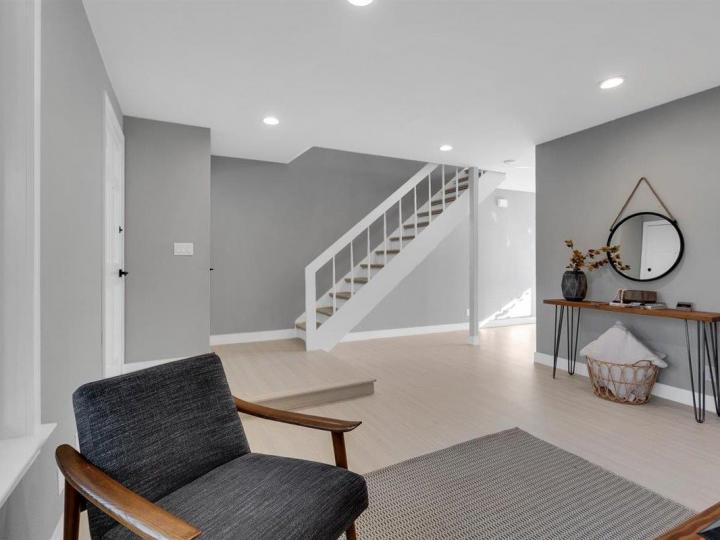 27 Saw Mill Ct, Mountain View, CA, 94043 Townhouse. Photo 13 of 18