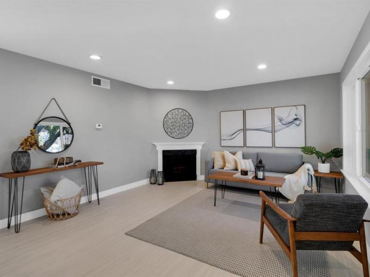 27 Saw Mill Ct, Mountain View, CA, 94043 Townhouse. Photo 3 of 18