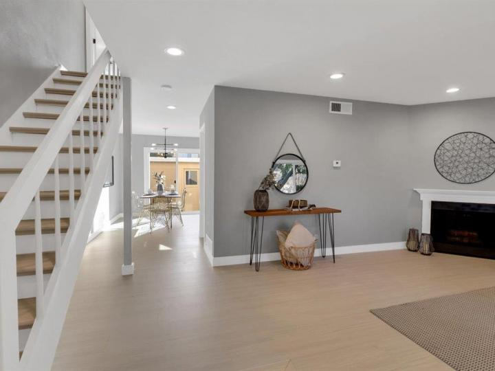 27 Saw Mill Ct, Mountain View, CA, 94043 Townhouse. Photo 4 of 18
