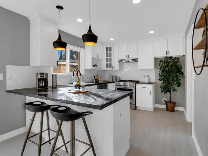 27 Saw Mill Ct, Mountain View, CA, 94043 Townhouse. Photo 8 of 18