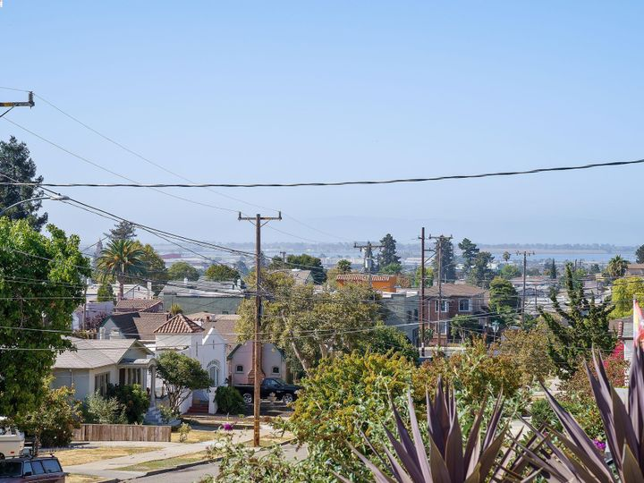 2927 Madera Ave Oakland CA Home. Photo 6 of 40
