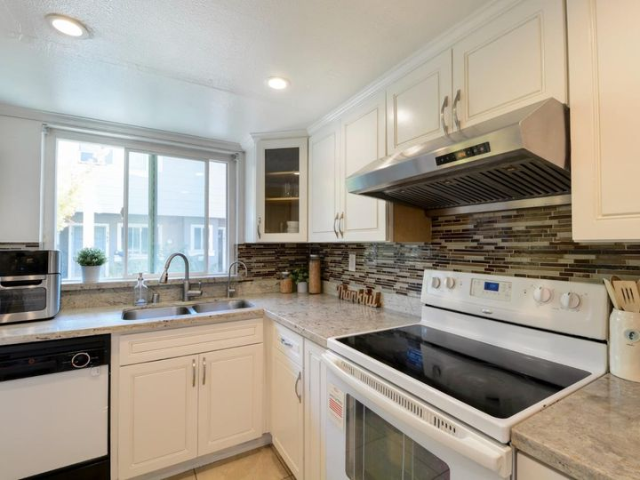 393 N Temple Dr, Milpitas, CA, 95035 Townhouse. Photo 12 of 40