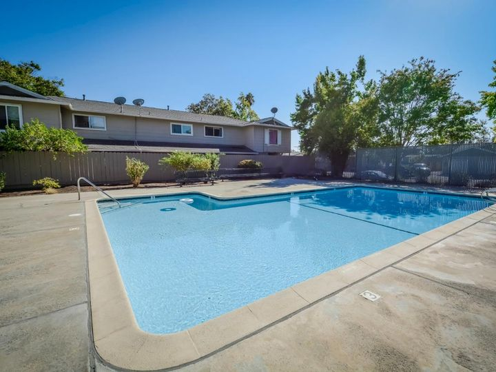 393 N Temple Dr, Milpitas, CA, 95035 Townhouse. Photo 33 of 40