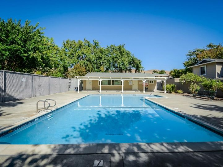 393 N Temple Dr, Milpitas, CA, 95035 Townhouse. Photo 34 of 40