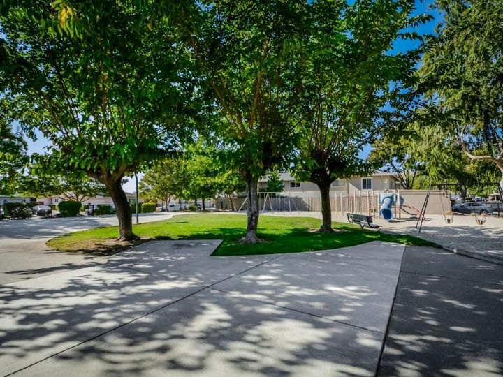 393 N Temple Dr, Milpitas, CA, 95035 Townhouse. Photo 38 of 40