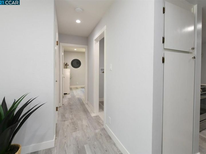 5467 Roundtree Pl ##A, Concord, CA, 94521 Townhouse. Photo 20 of 37