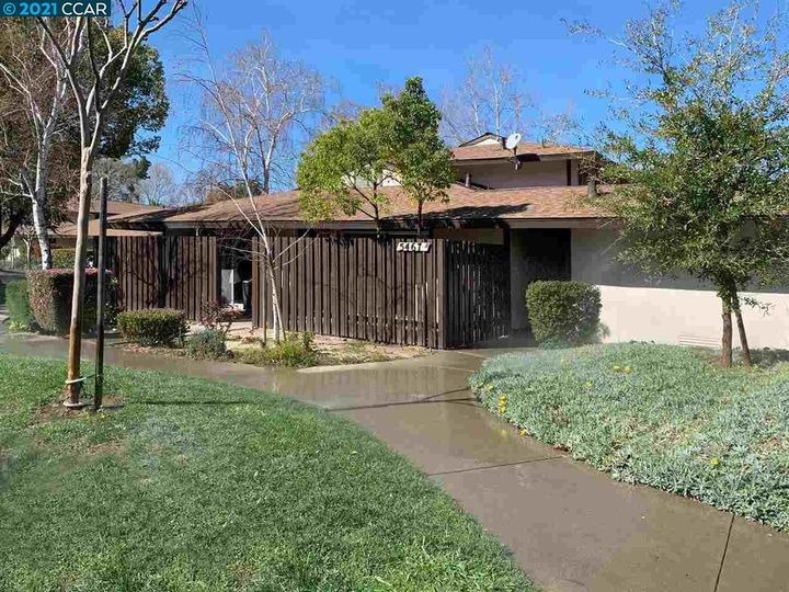 5467 Roundtree Pl ##A, Concord, CA, 94521 Townhouse. Photo 3 of 37