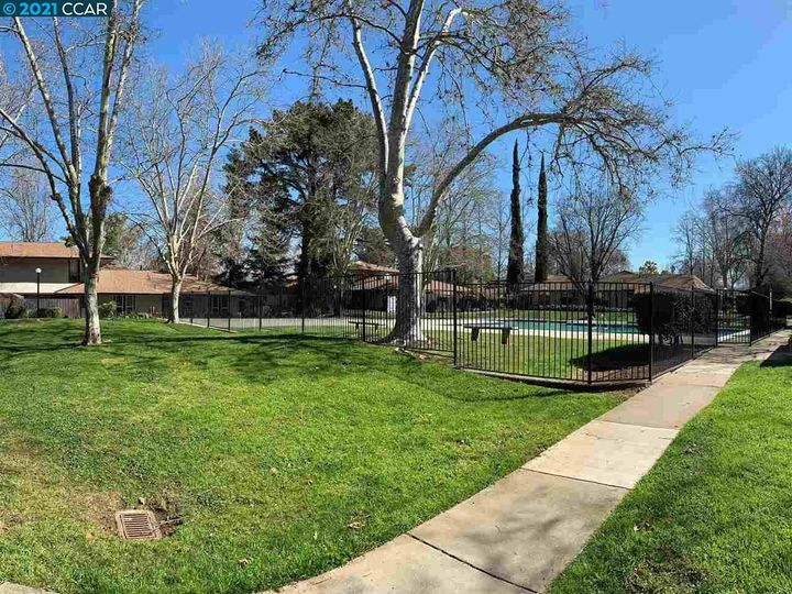 5467 Roundtree Pl ##A, Concord, CA, 94521 Townhouse. Photo 32 of 37