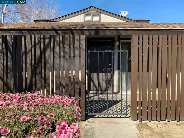 5467 Roundtree Pl ##A, Concord, CA, 94521 Townhouse. Photo 5 of 37