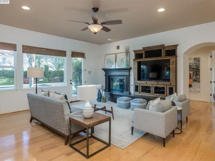 7294 Huntswood Ct Pleasanton CA Home. Photo 14 of 40