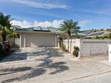 394 Ainahou St Honolulu HI Home. Photo 2 of 20