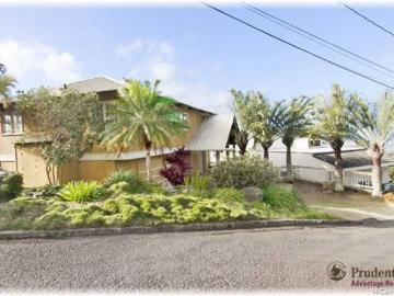 4009 Pakahi Pl Honolulu HI Home. Photo 2 of 10