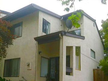 9796 Elmview Dr, Oakland, CA